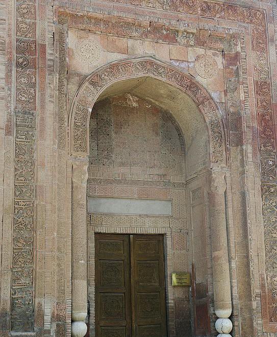 Kyrgyzstán, Karachánovská říše, Ferganská kotlina