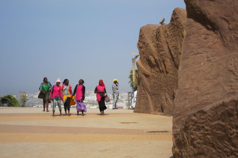 U základny monumentu v senegalském Dakaru