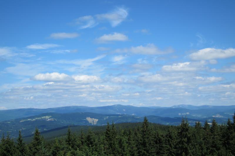 Pohled z rozhledny Černá Studnice směrem na Krkonoše