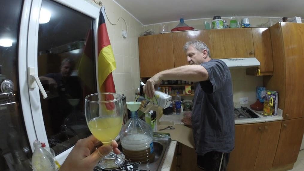 Pavel Klega, cesta kolem světa, stopování, dobrodružství, alkohol