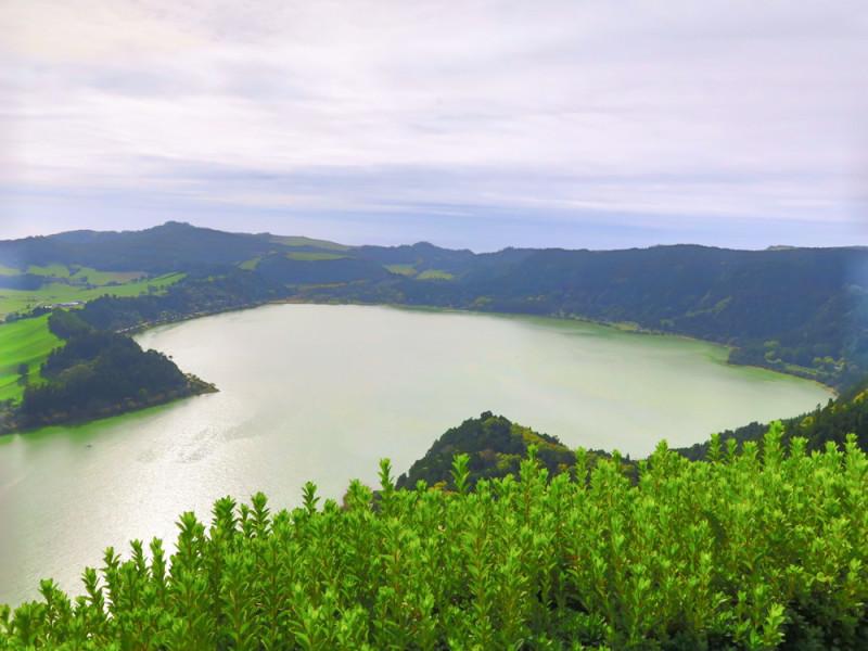 Krásný výhled na jezero, Azory.