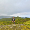 Na vrcholu treku u Lagoa do Fogo, Azory.