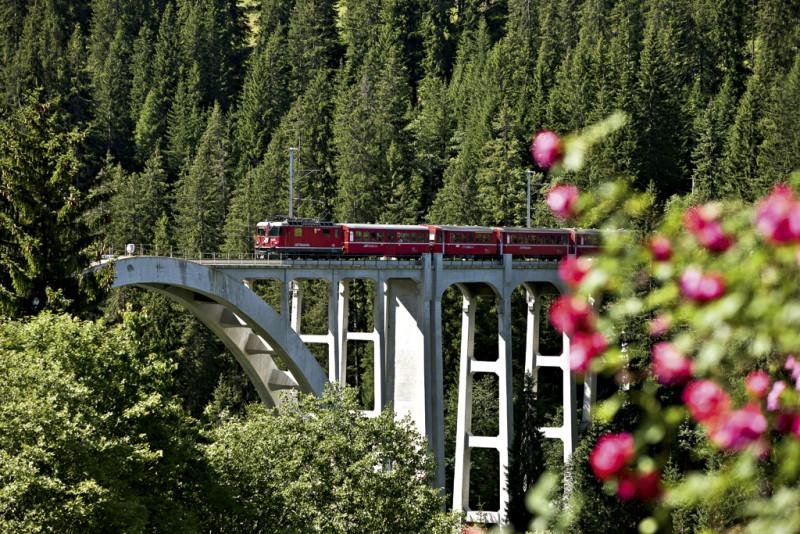 Vlaky Rhétské dráhy přepravují kola s platnou jízdenkou Velobillet.