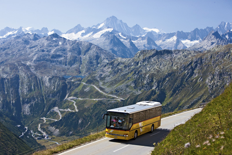 Švýcarské známé žluté autobusy PostAuto poznáte hned na první pohled.