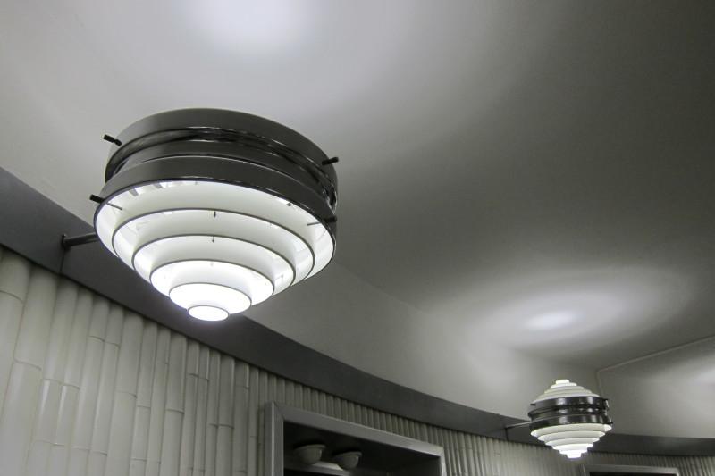 Světla na hotelových chodbách