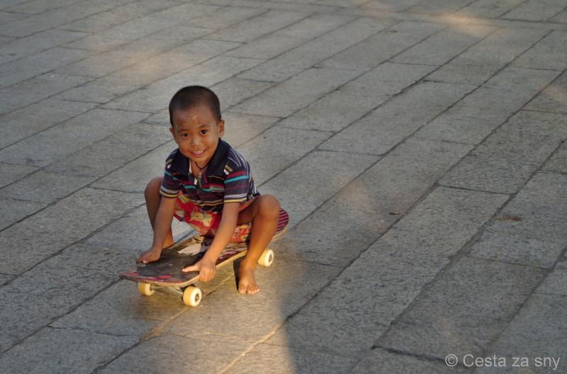 Děti jsou v Barmě úžasné.
