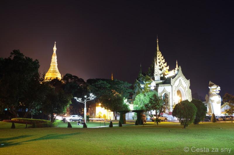 Noční Shwedagon pagoda