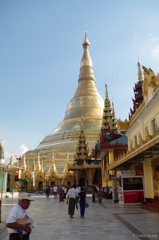Nejposvátnější místo v Barmě - Shwedagon pagoda