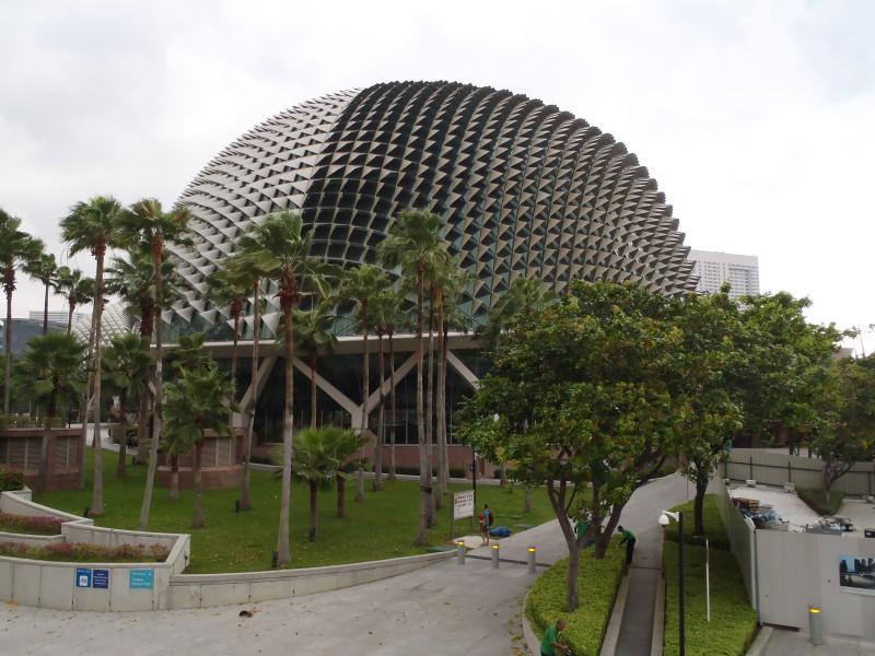 Divadlo Esplanade v Singapuru připomínající zapáchající ovoce durian