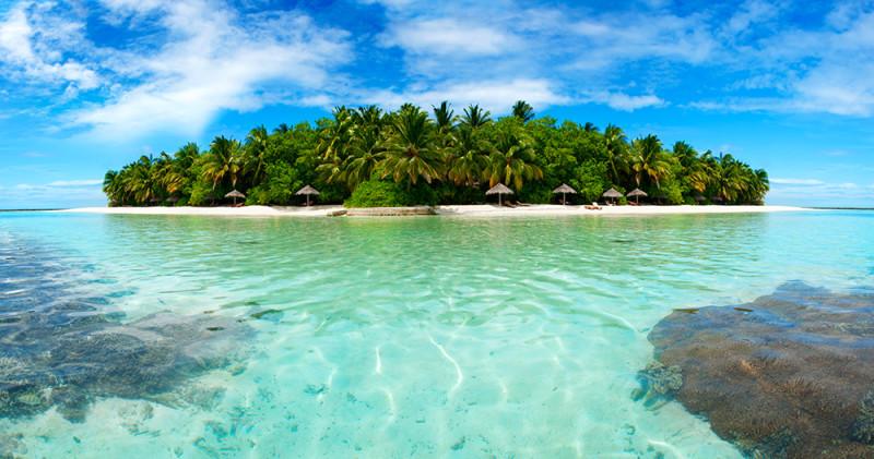 Maledivy - zdejší pláže s výhledem na blankytné moře vybízejí ke skvělému relaxu.