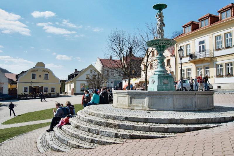 Náměstí ve Štramberku poskytne klidně dost zábavy na celé odpoledne. Od minipivovaru až přes tři muzea.