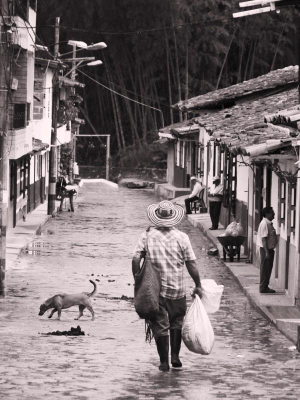 04-01-V-zajeti-magickeho-realismu.Nejkrasnejsi- kolumbijska-vesnice-Concepcion-z-prace-domu
