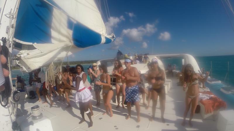 15-Dominikanska-republika-tanec-na-lodi