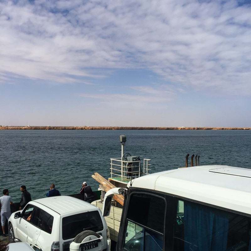 Přejezd z Djerby na pevninu trajektem, která je opravdu blízko, trvá něco okolo 40 minut.