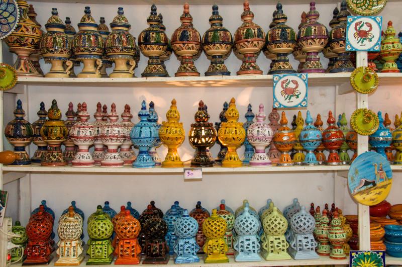 Návštěva keramické dílny s malou ukázkou šikovnosti místních hrnčířů byla hezkým zpestřením.