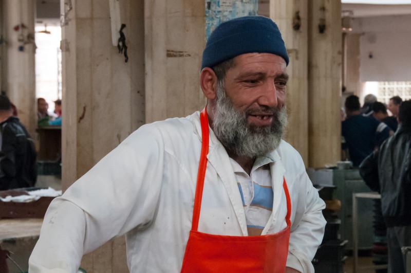 Jeden z rybářů, který prodával své úlovky na rybím trhu. Místní byli překvapivě velmi milí a vstřícní a sami ukázali, že jestli mám zájem, můžu si je vyfotit.