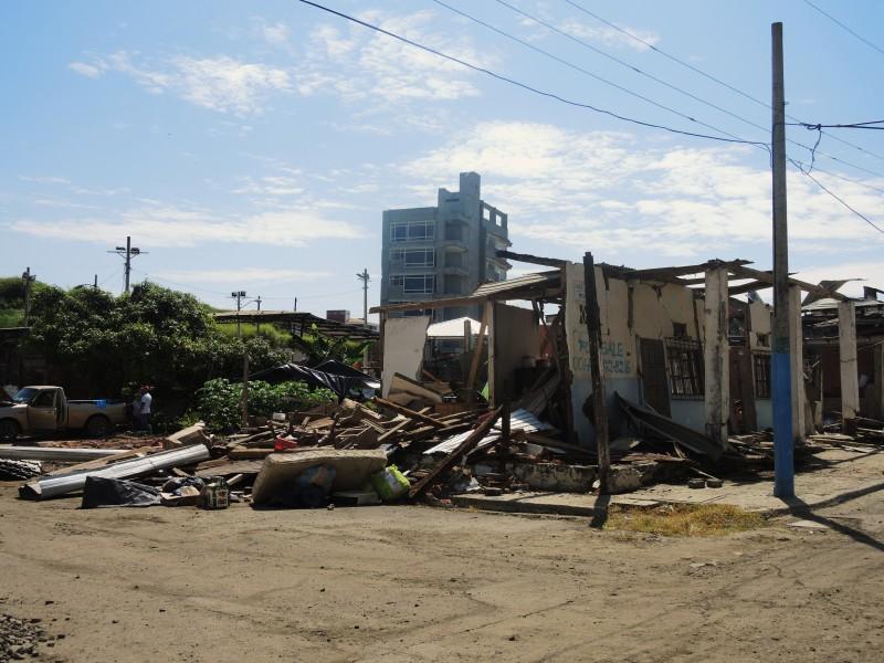 Takto vypadala naše čtvrť po zemětřesení. San Roque, Bahía de Caráquez, Ekvádor.