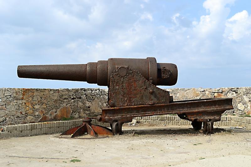 Moje cesta Kubou – 2. část (1. den) – Návštěva dvou z nejkrásnějších měst na Kubě – Matanzas a Havany. Tento kanón už dosloužil.