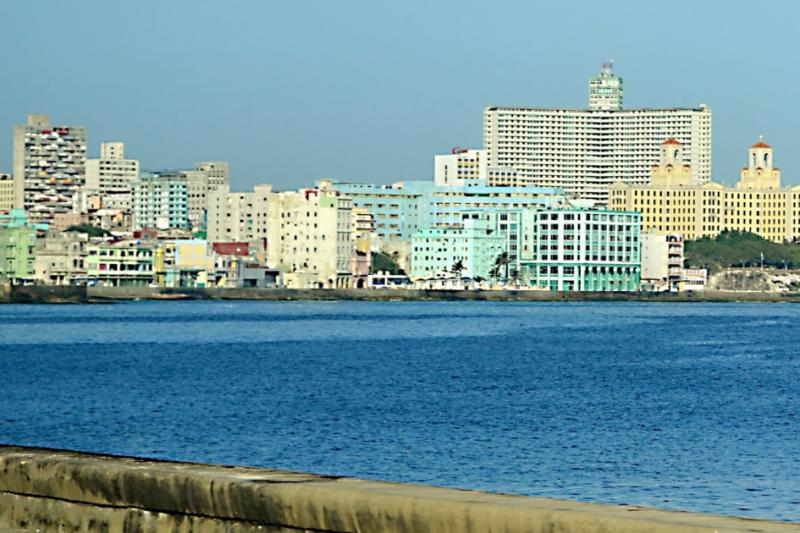 Hotely podél pobřežní promenády Malecón.