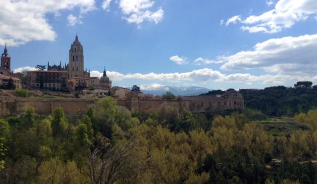 Krásná španělská Segovia – historické město s 28 m vysokým akvaduktem bez pojiva