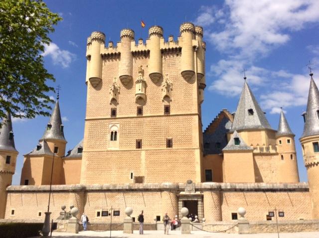 Pohled na hrad Alcazar ve španělském městě Segovia.
