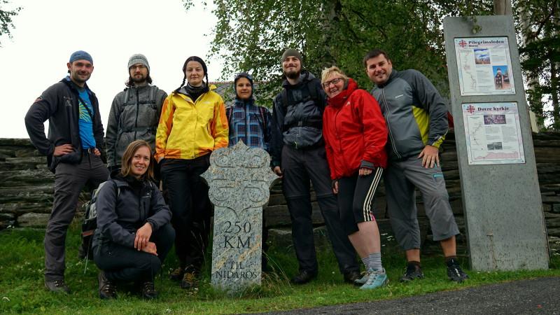 Členové expedice: Petr, Tom, Ivča, Káťa, Lůca, Míla, Ráďa a Kejml. (zleva)