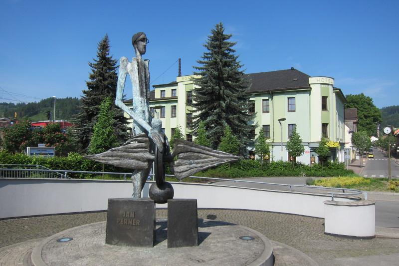 Památník stavitele železnic Jana Pernera