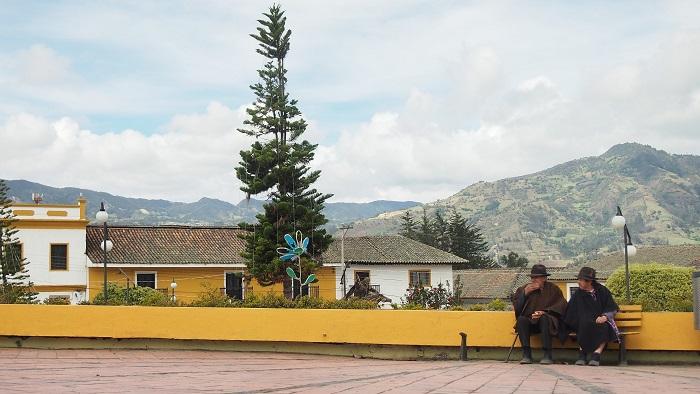 Kolorit malé vesnice, tradiční ruany se tady zdaleka nenosí kvůli turistům, ale kvůli zimě.