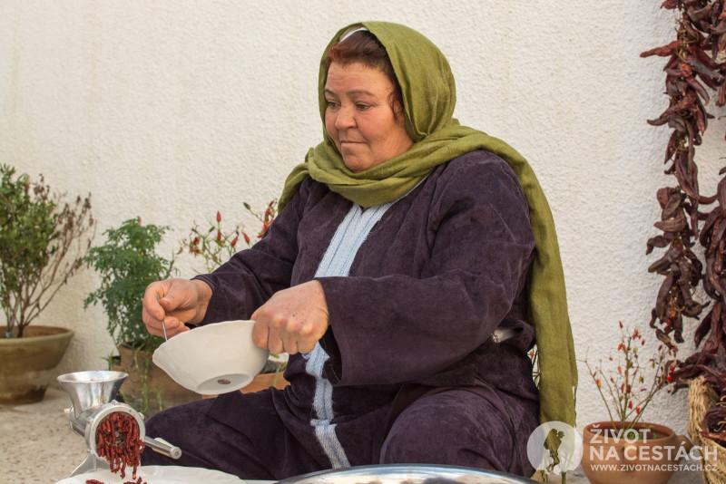 Fotoreport z cesty napříč Tuniskem – Výroba harissy, Maamoura u Nabeulu.