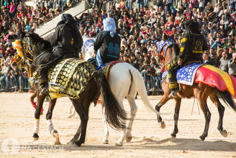 Fotoreport z cesty napříč Tuniskem – Hlavní program festivalu právě začal.
