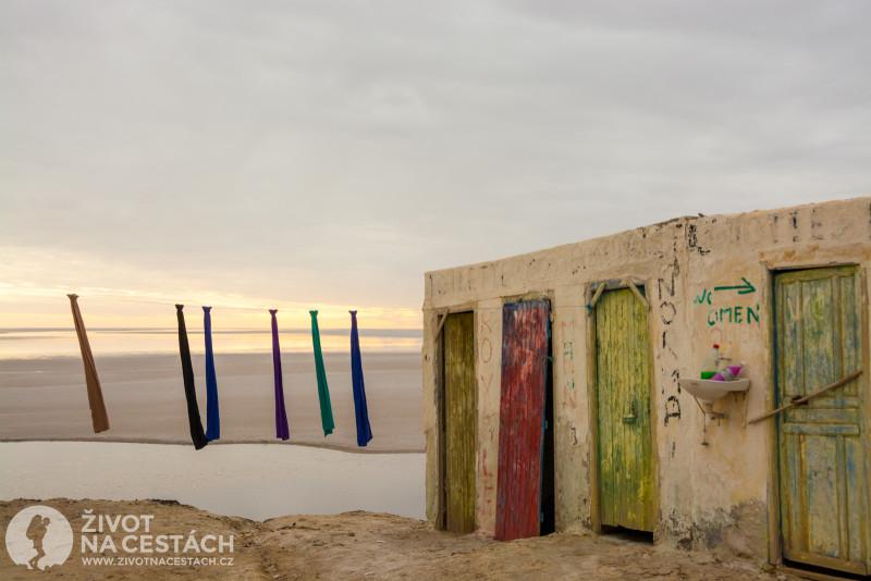 Fotoreport z cesty napříč Tuniskem – Je to zvláštní, ale tyto luxusně vyzdobené toalety se přítomným dámám příliš nezamlouvaly. :-)