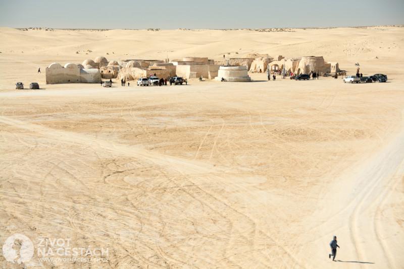 Fotoreport z cesty napříč Tuniskem – Městečko ze 4. dílu Hvězdných válek v oblasti solného jezera Chott el-Gharsa.
