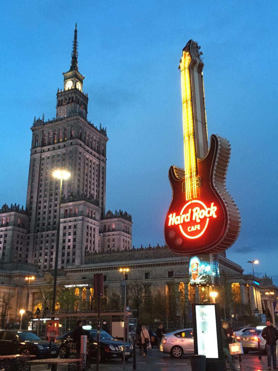 Nyní pospolu... Dříve by to byly symboly východního a západního bloku