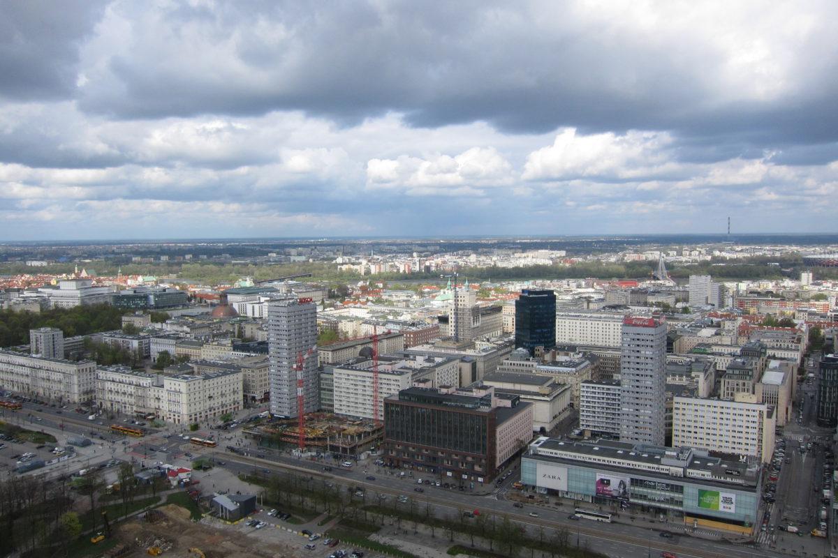 Pohled z vyhlídkové terasy, v pozadí vlevo Staré město