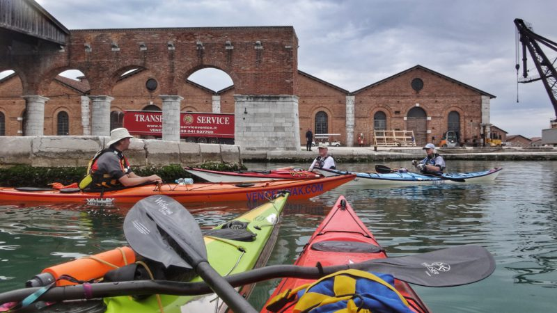 Na kajacích v Benátském přístavu