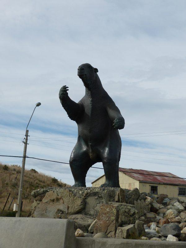 Socha obrovského morčete ve městečku Puerto Natales.