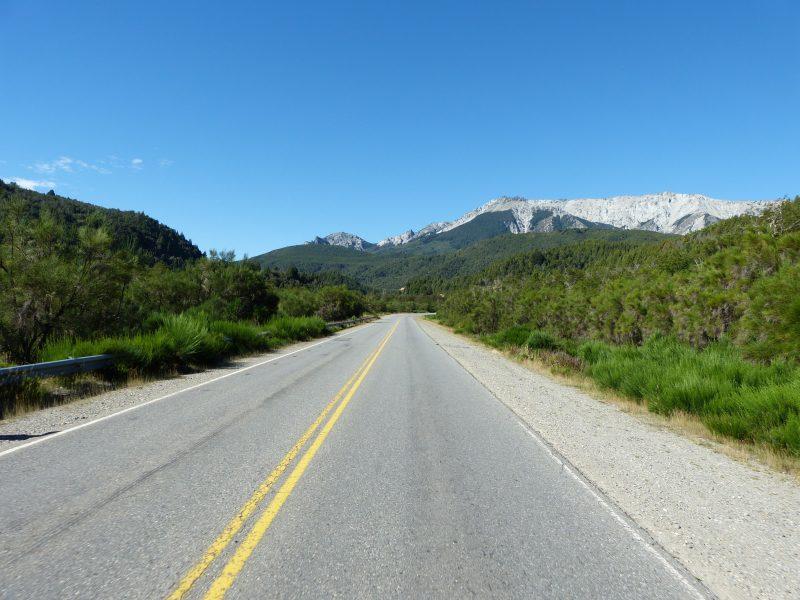 Silnice sedmi jezer v Argentině.