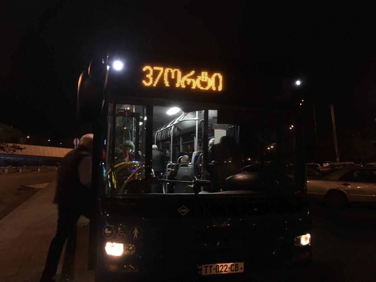 Autobus č. 37 vás doveze na letiště v Tbilisi