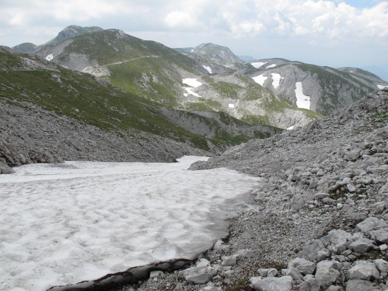 sněhová pole pod vrcholem