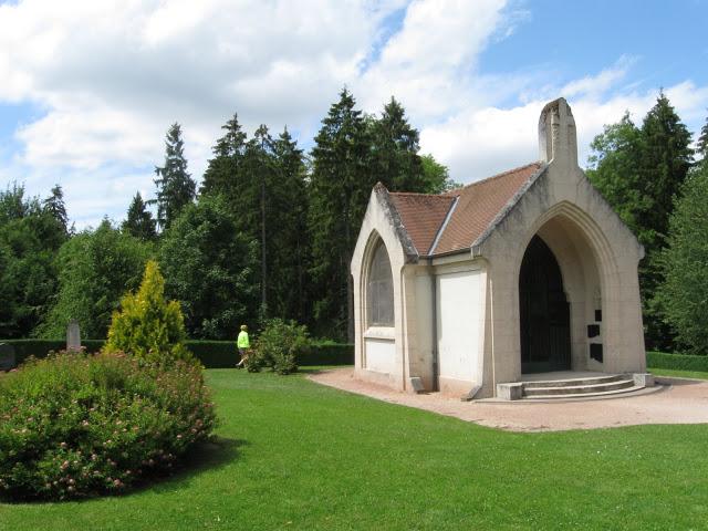 Douaumont - kaple jako vzpomínka na zničenou vesnici
