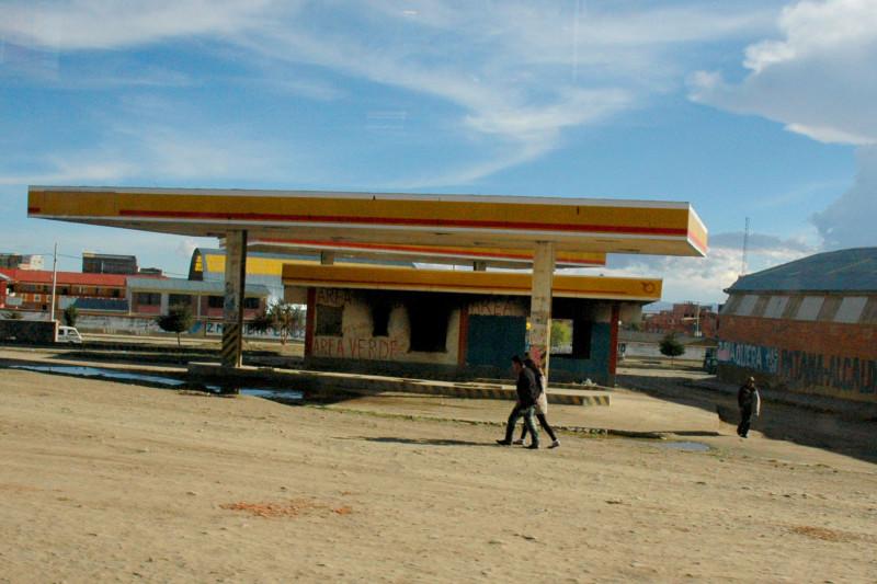 Bolívie - uhašená čerpací stanice.