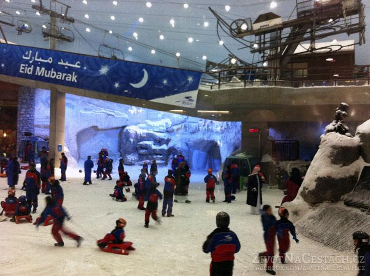 Mall of the Emirates - lyžařský vlek a spousta malých sáňkařů