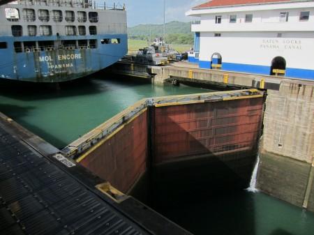 Patrný rozdíl hladin, zdymadla Gatun, Panamský průplav