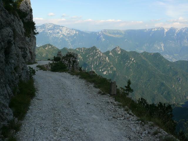 Sjezd z Passo Tremalzo, Nejklasičtější bikerský sjezd na Gardě.
