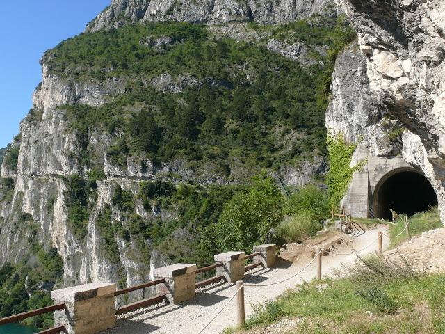Jedna z vojenských cest, která Vás dovede na další jezero Lago di Ledro