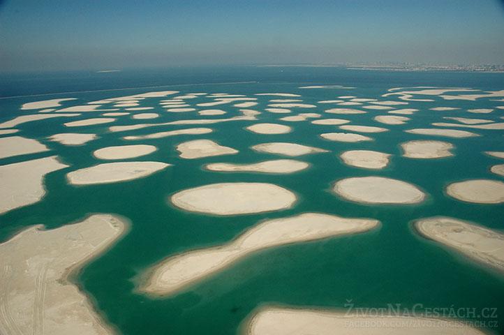 Souostroví The World, Dubaj - většina ostrovů zatím zeje prázdnotou