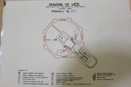 Evakuační plán, z něhož je patrné rozložení pokojů