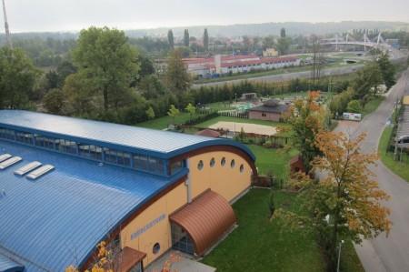 Pohled z okna pokoje - Aquacentrum a část dalších sportovišť