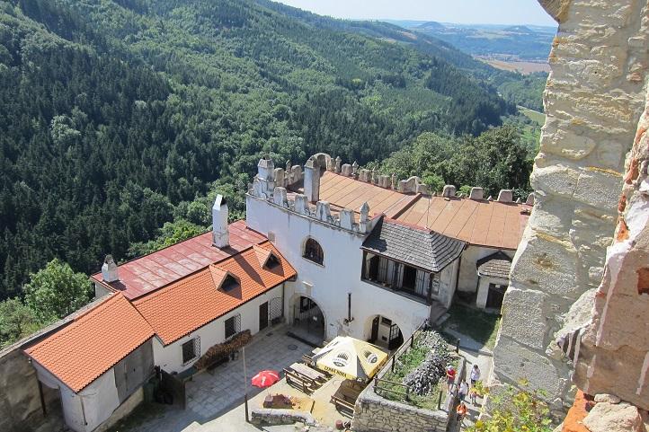 Vstupní areál hradu