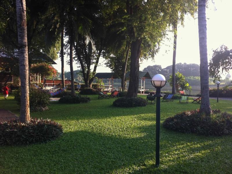 Zahrada v Jolly Frog, Kanchanaburi, Thajsko